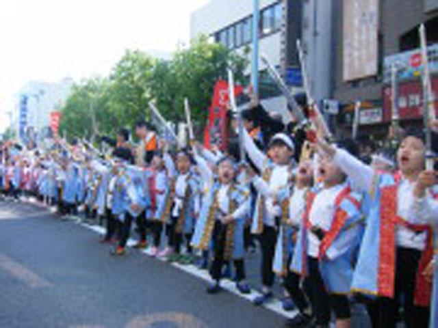 毎年恒例の函館稚児行列や港まつりに参加しています。