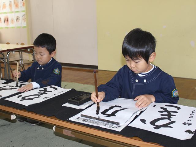 子どもたちは字を書くことが大好きです!